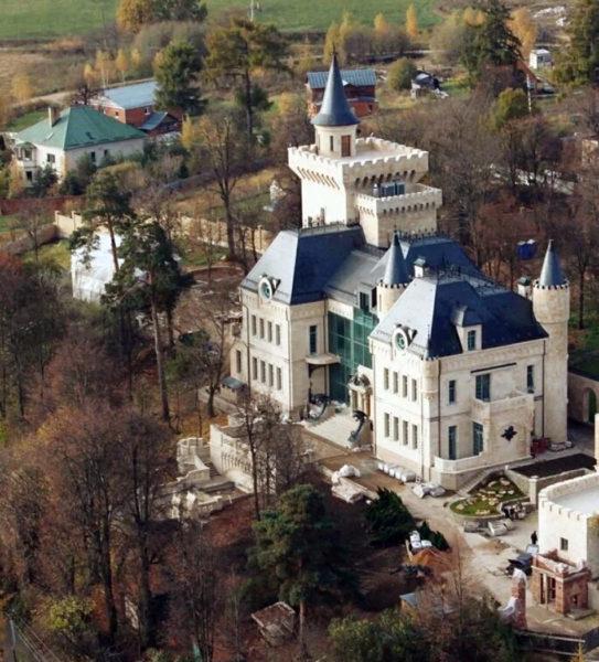 Замок Пугачової і Галкіна з висоти