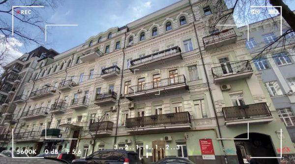 Дом, в котором у Веры Брежневой есть пятикомнатная квартира