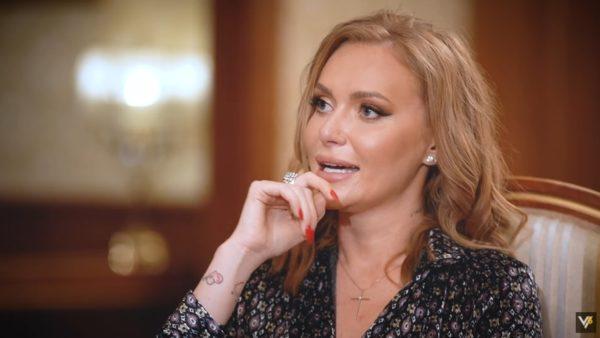 Слава Каминская на интервью