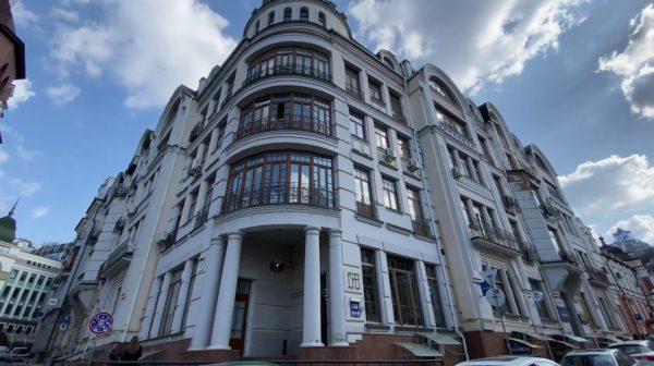 Дом на Подоле, где у Брежневой есть две квартиры