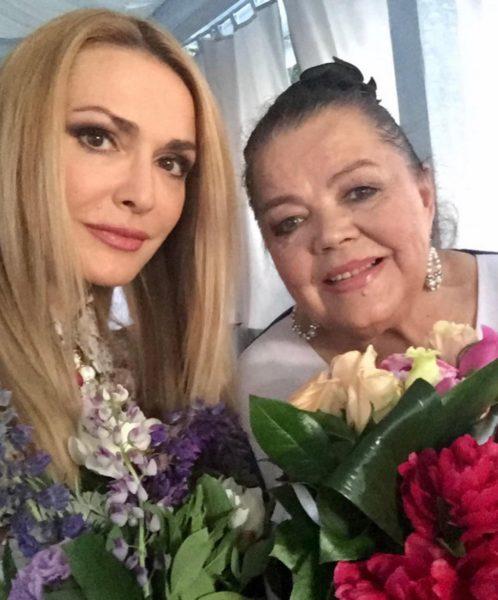 Ольга Сумская поздравила маму с Днем Матери