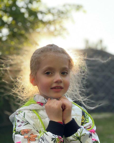 Максим Галкин показал милую дочурку Лизу, у которой начали сыпаться молочные зубы