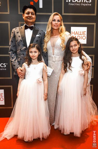 Камалія з чоловіком і дітьми на премії YUNA-2021
