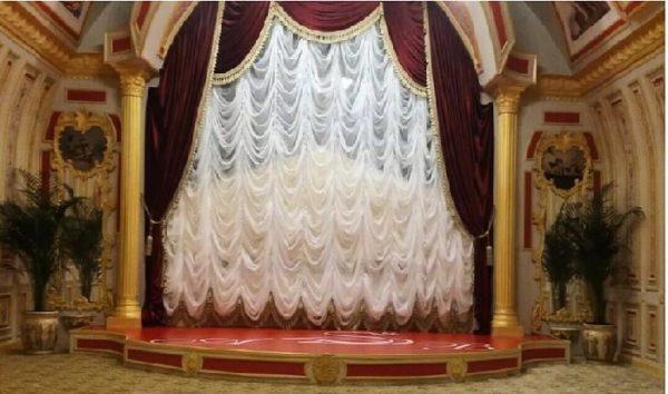 Маленький театр в будинку Волочкової