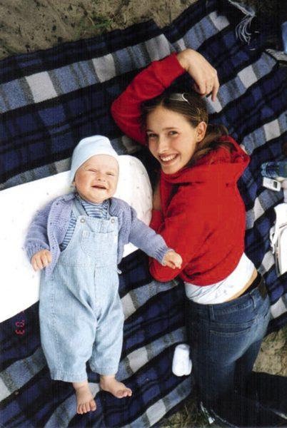Катя Осадчая с маленьким Ильей