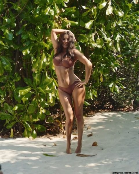 Ани Лорак в купальнике похвасталась своей фигурой
