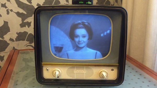 Маленький чорно-білий телевізор