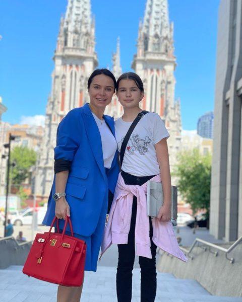 Лилия Подкопаева в Киеве с дочкой
