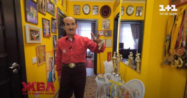 Григорий Чапкис провел экскурсию по своей квартире