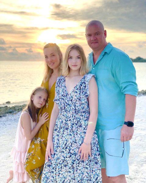 Евгений Кошевой с женой и дочерьми