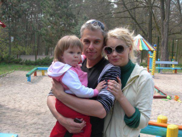 Лідія Таран з Андрієм Доманським та маленькою дочкою: архівне фото
