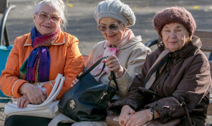 Пенсіонери обговорюють новини
