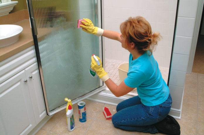 Очищення душової кабінки