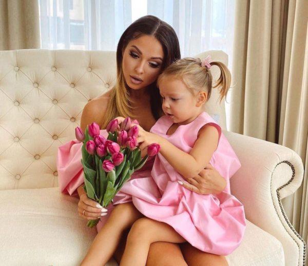 Нюша з донькою Сімба