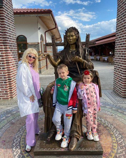 Катя Бужинская показала своих двойняшек
