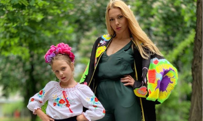 Оля Полякова с младшей дочкой