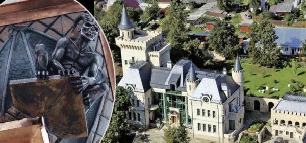 Бронзовые горгульи во дворце Пугачевой и Галкина на входе