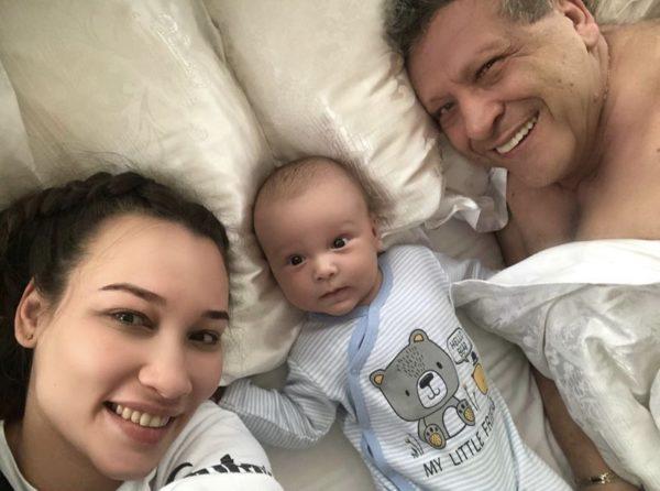 Грачевский с молодой женой и сыном: архивное фото