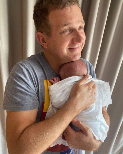 Юрій Горбунов з новонародженим сином