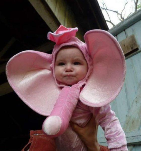 Девочка в костюме слоника