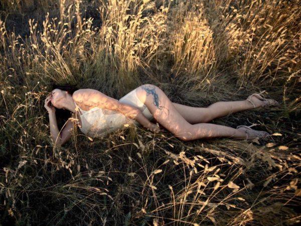 Українська співачка Надія Мейхер опублікувала в Instagram нову фотографію, яку зробила посеред поля