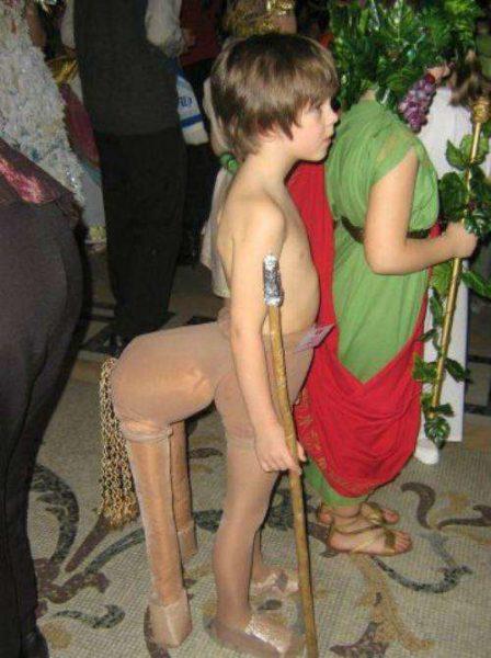 Мальчик в костюме лошадки
