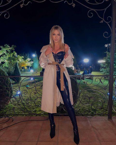 Леся Никитюк в кожаных штанах