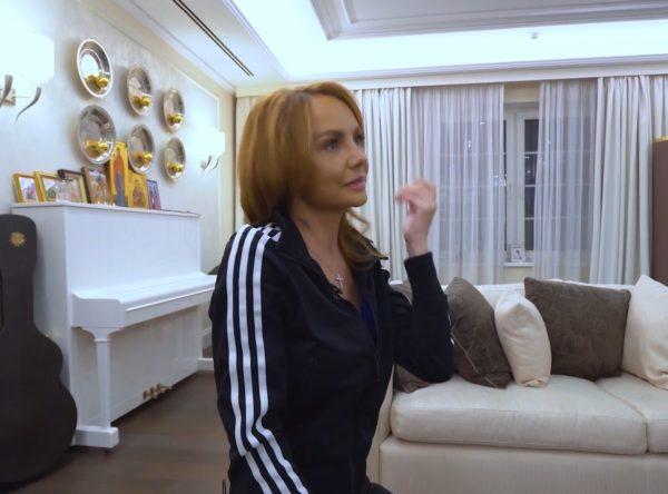 Співачка Максим показала шрами після реанімації