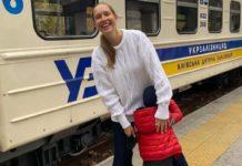 Екатерина Осадчая побывала со средним сыном на детской железной дороге