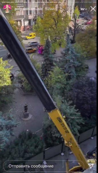Оля Полякова чинит крышу целому дому